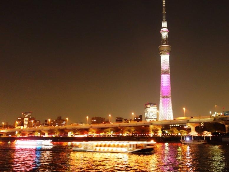 隅田川 花見屋形船と東京スカイツリー